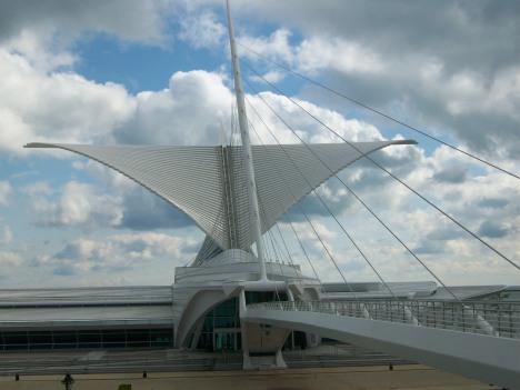 calatravas-milwaukee-art-museum-100209-005